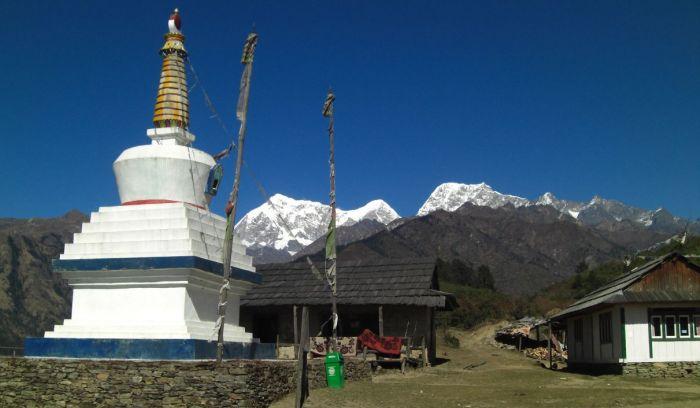 Buddhist stupa & Mountain Views from Thaksindu of Lower solu trail