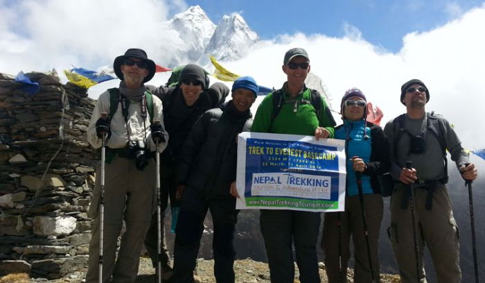 American trekker heading toward Everest base camp