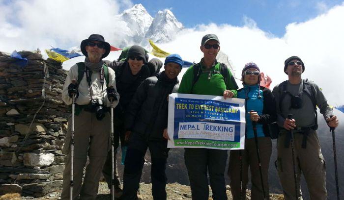 American trekker heading toward Everest base camp