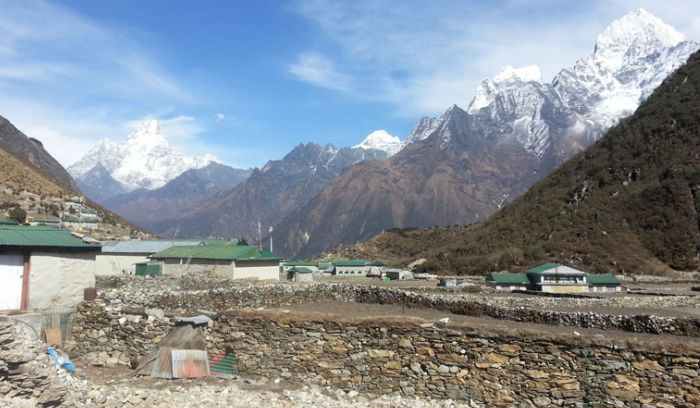 khumjung sherpa village located at 3860m