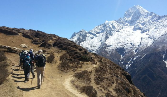 mount thamserku and trekkers at Syangboche( 3800m)