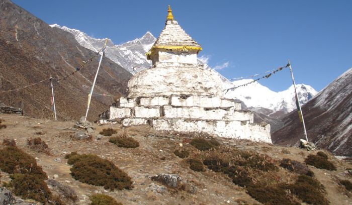 Chorten and mountain in Everest view trek