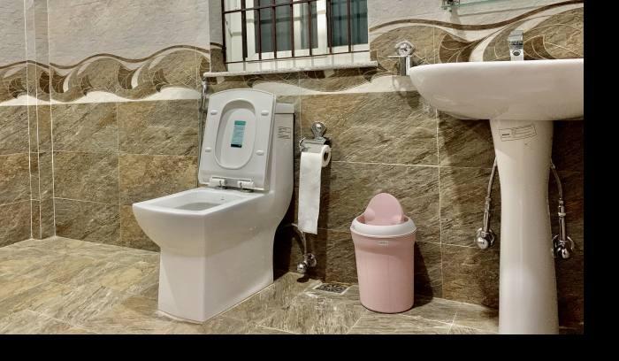 attached bathoom @ sherpa sweet Home